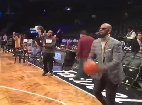 Video: R  Kelly Drains Three Point Shot with Cigar in Mouth