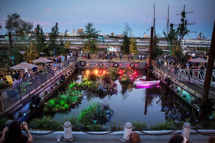 spruce-street-harbor-park-restaura.2e16d0ba.fill-735×490
